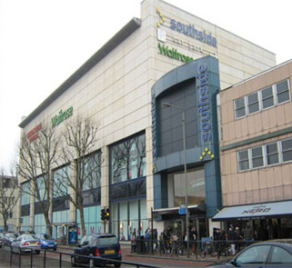 Wandsorth minicabs visiting a shopping area